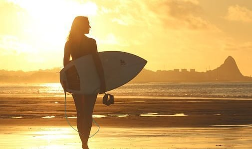 """サーフィン初心者がサーフボードを""""買う前""""に知るべきこと【重要】"""