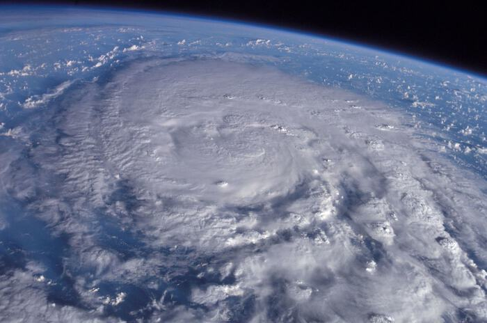 【危険な台風サーフィン】自業自得?サーファーはなぜ死に急ぐのか?
